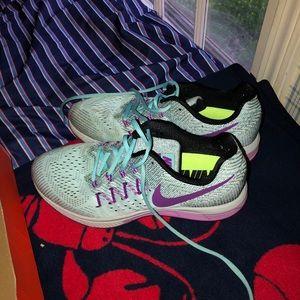 Women's Nike air zoom vomero 10 sneakers